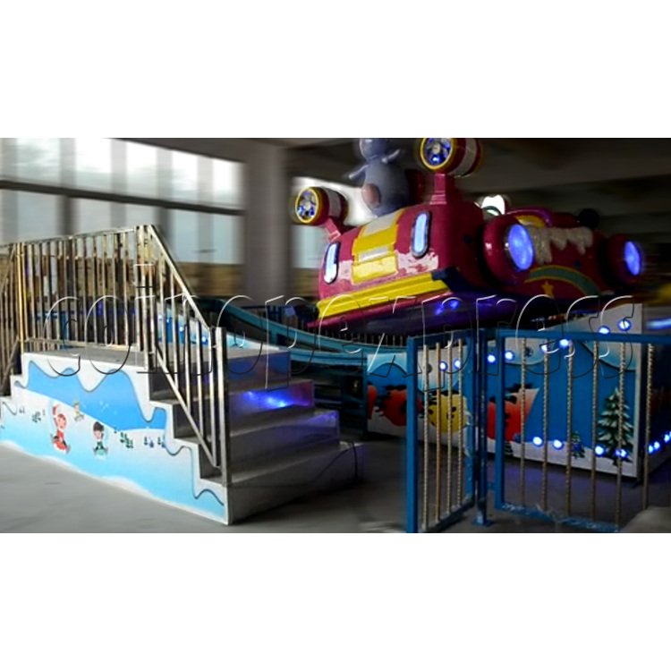 Flying Skiing Car Adventure Park Ride (9 players) 34249